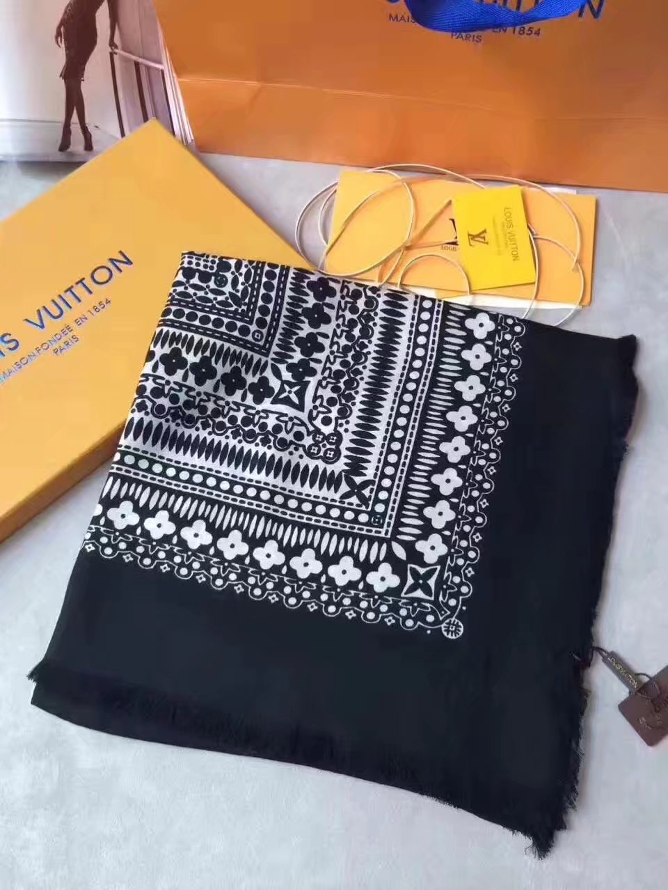 louis vuitton Cashmere scarf LV92113 BLACK