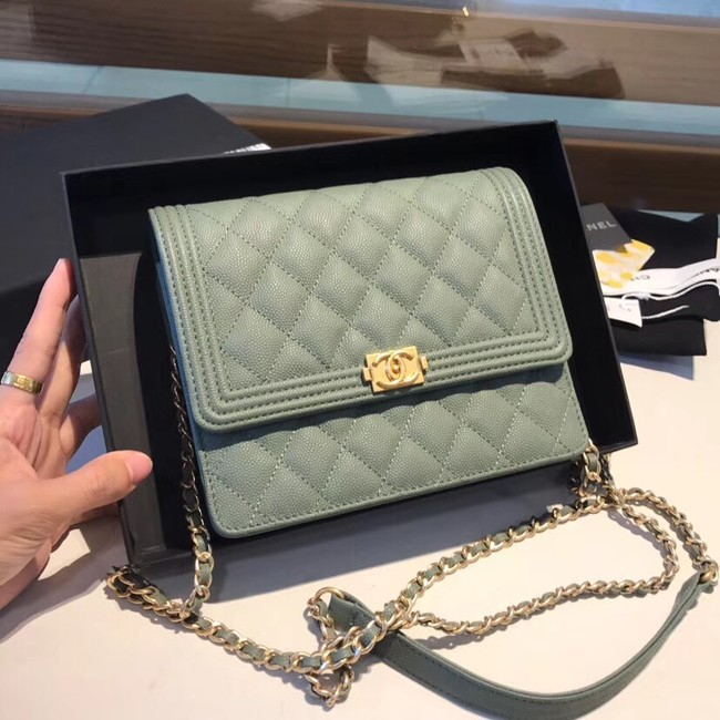 Boy chanel clutch with chain A84433 green