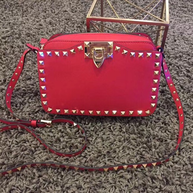 Valentino Garavani Rockstud leather shoulder bag 7279 red