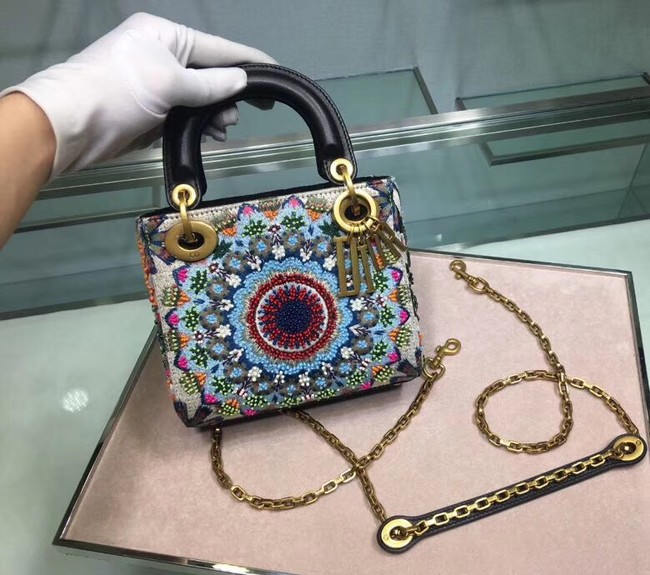 MINI LADY DIOR EMBROIDERED BAG M0598CRMH