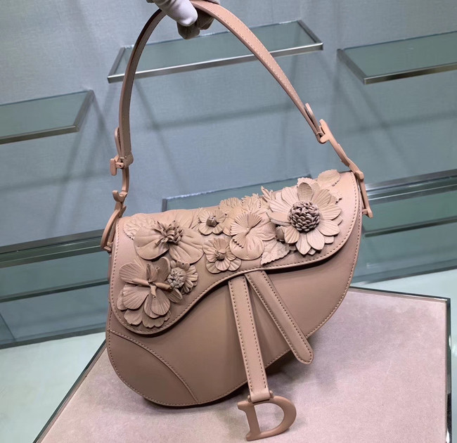 Dior SADDLE-TAS VAN KALFSLEER Bag Flower M0446C Nude