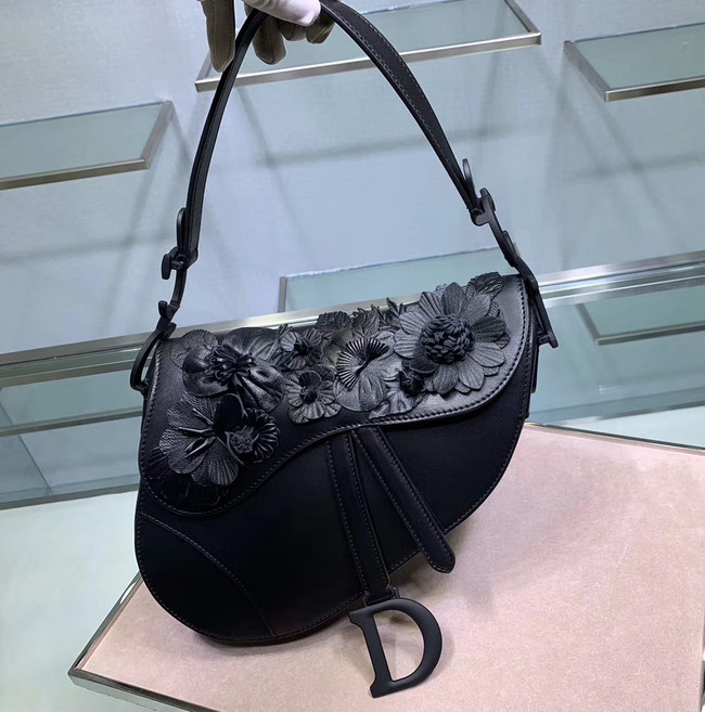 Dior SADDLE-TAS VAN KALFSLEER Bag Flower M0446C black