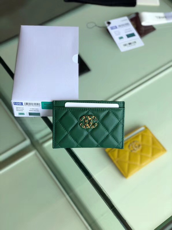Chanel 19 Card sleeve AP0731 green