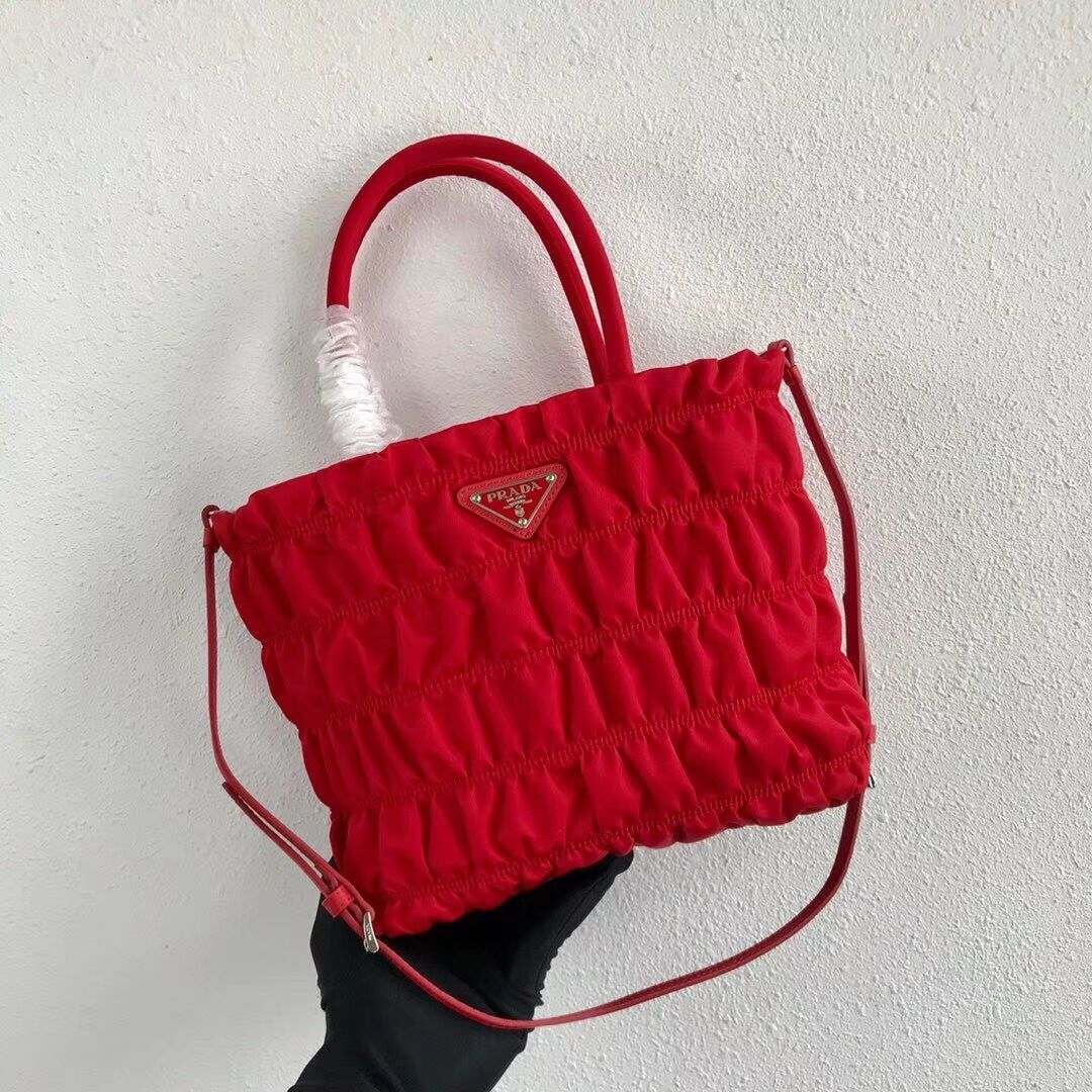 Prada Re-Edition nylon Tote bag 1BG321 red